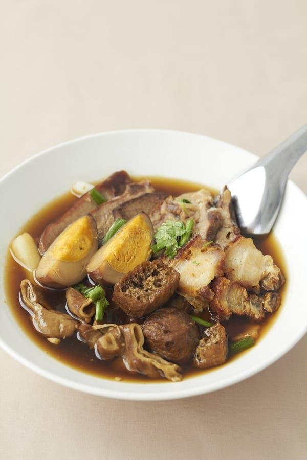 Sopa chinesa fervida do quadrado da massa imagens de stock