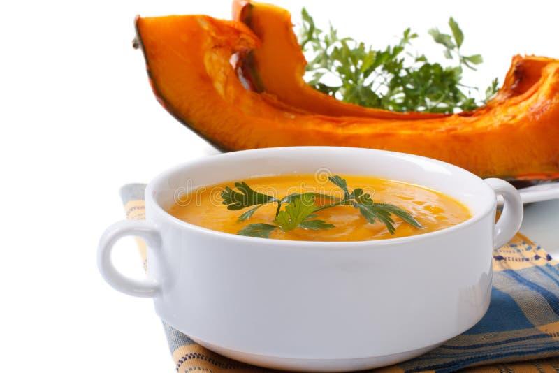 Sopa com abóbora cozida e a salsa isoladas imagens de stock royalty free