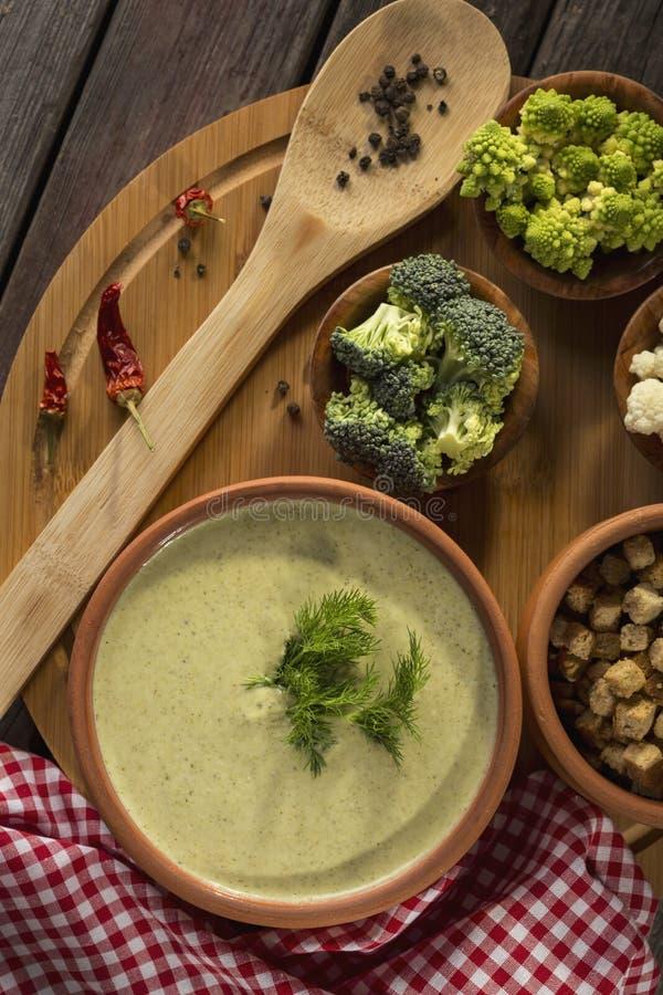 Sopa cremosa del bróculi fotografía de archivo libre de regalías
