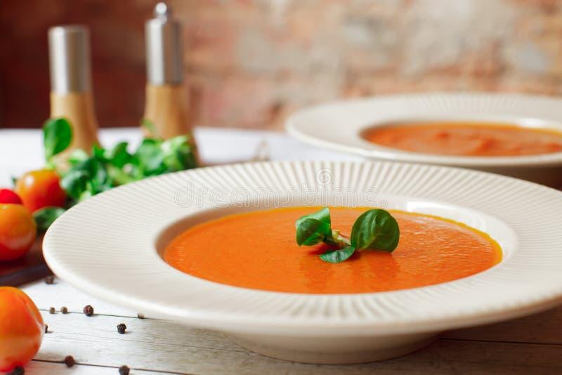 Sopa cremosa do tomate do vegetariano foto de stock royalty free