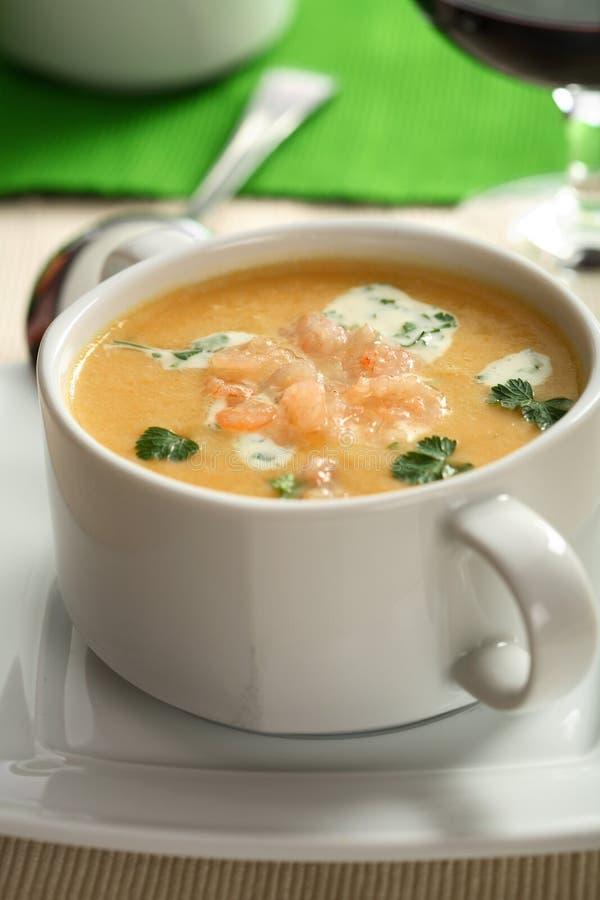 Sopa cremosa dos peixes com ervas imagem de stock royalty free