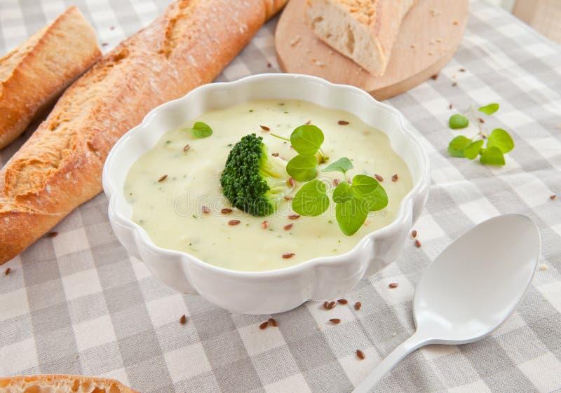 Sopa cremosa hecha en casa del bróculi foto de archivo libre de regalías