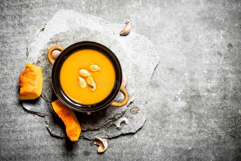 Sopa da abóbora com sementes foto de stock royalty free