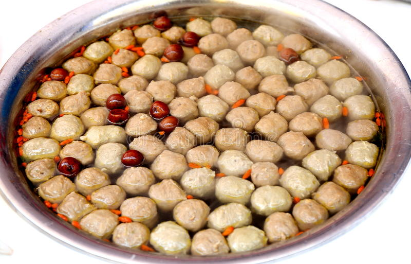 Sopa da almôndega, bola de carne cozinhada, culinária chinesa asiática exótica, alimento chinês delicioso típico foto de stock