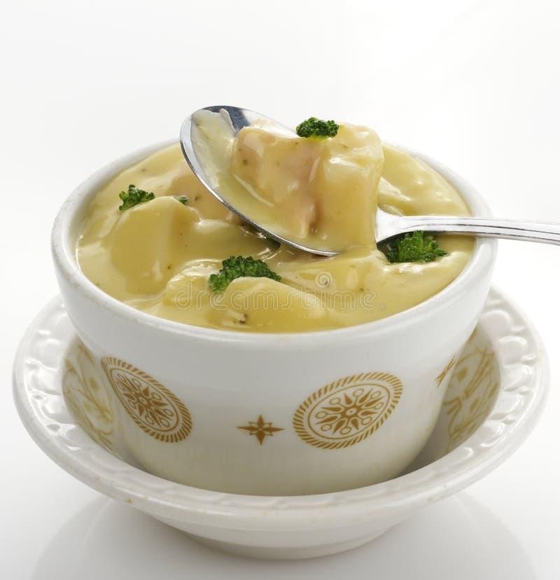 Sopa da batata, dos bróculos e do queijo fotografia de stock royalty free