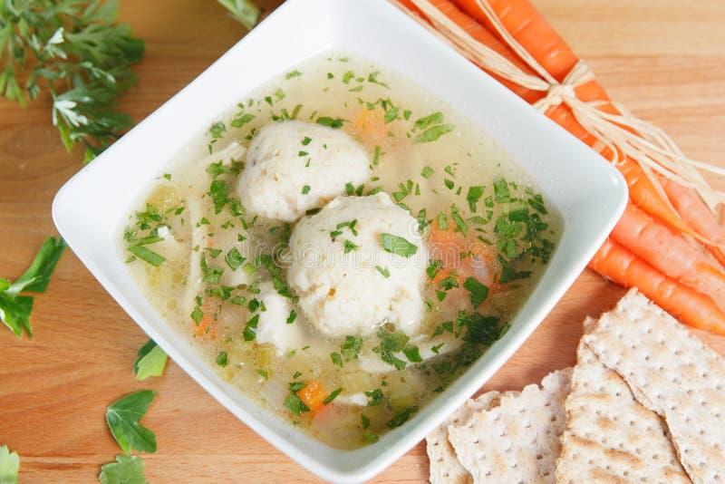 Sopa da bola do Matzah imagens de stock