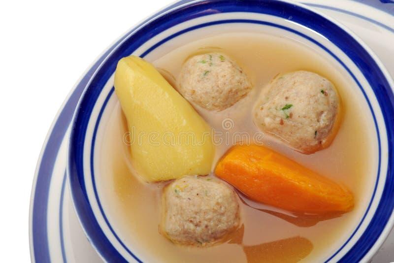 Sopa da esfera do Matzah - sobre o branco imagem de stock