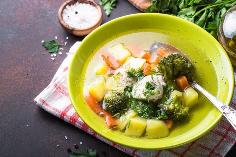 Download Sopa Da Galinha E De Vegetais Foto de Stock - Imagem de alimento, refeição: 107525122
