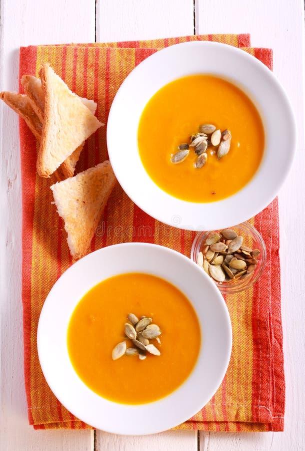 Sopa da polpa de Butternut com sementes imagem de stock
