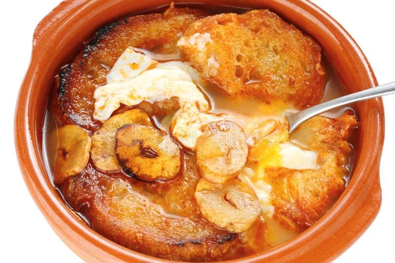 Sopa de ajo, sopa castellana del ajo, alimento español imagenes de archivo