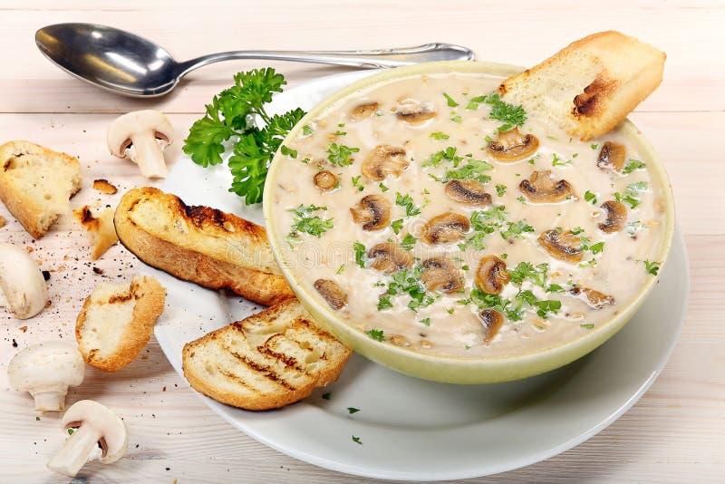 Download Sopa De Champiñones Con Los Cuscurrones En Fondo De Madera Imagen de archivo - Imagen de sopa, dieta: 44857929
