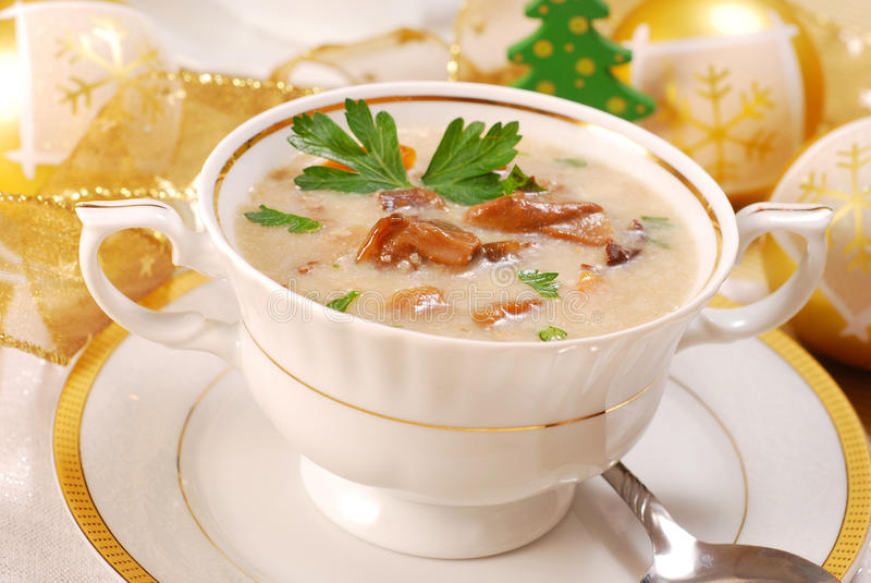 Sopa de cogumelo com creme para o Natal imagem de stock royalty free