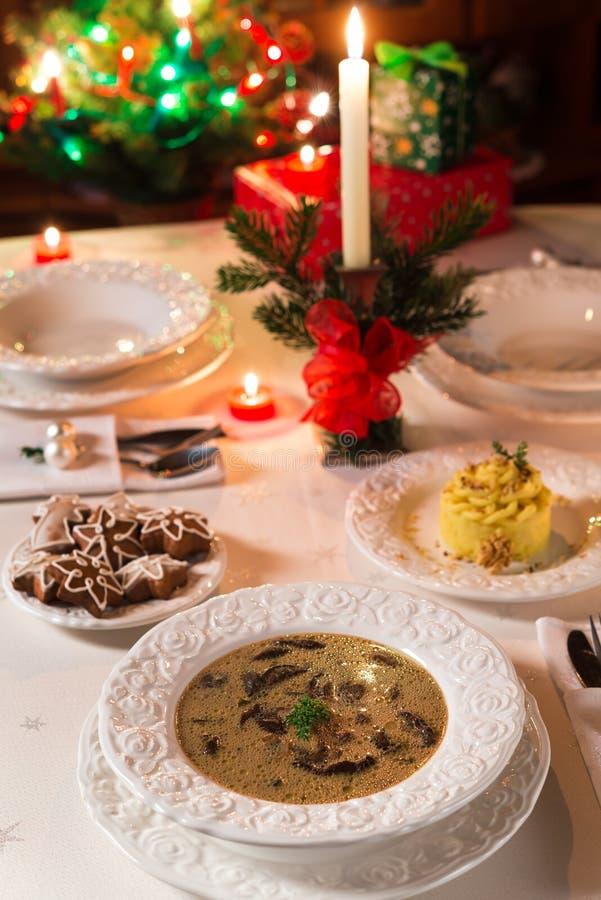 Sopa de cogumelo do Natal fotografia de stock royalty free