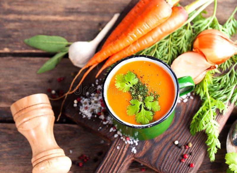 Sopa de creme da cenoura fotografia de stock