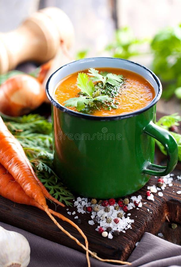 Sopa de creme da cenoura imagens de stock