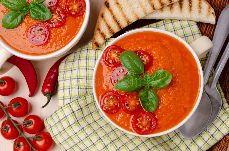 Sopa de creme vermelha vegetal caseiro fotografia de stock
