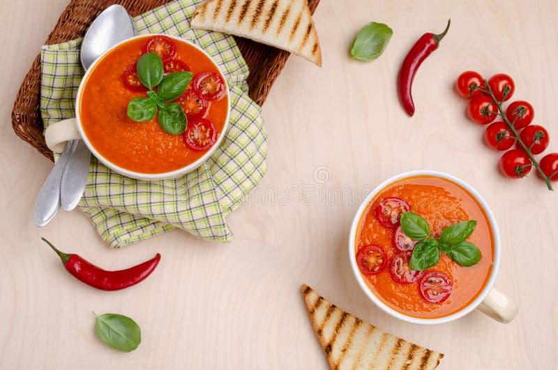 Sopa de creme vermelha vegetal caseiro fotografia de stock royalty free