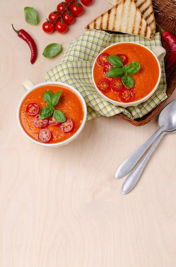 Sopa de creme vermelha vegetal caseiro imagens de stock