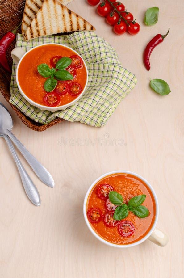 Sopa de creme vermelha vegetal caseiro fotos de stock