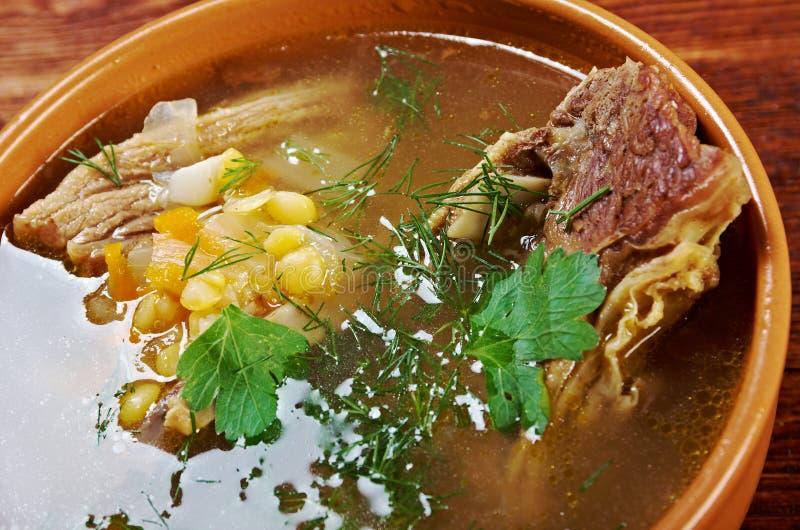 Sopa de ervilha com reforços de carne fotografia de stock royalty free