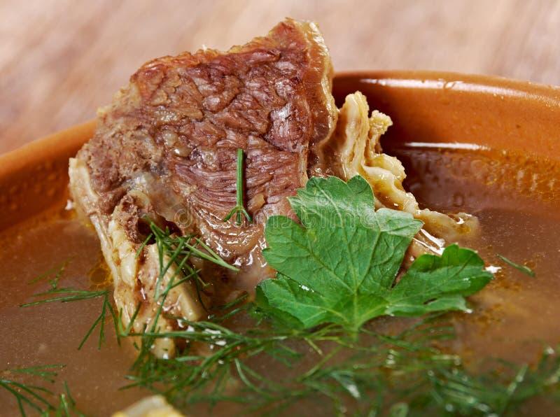 Sopa de ervilha com reforços de carne imagem de stock royalty free