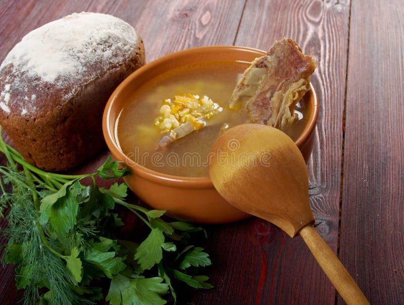 Sopa de ervilha com reforços de carne foto de stock royalty free