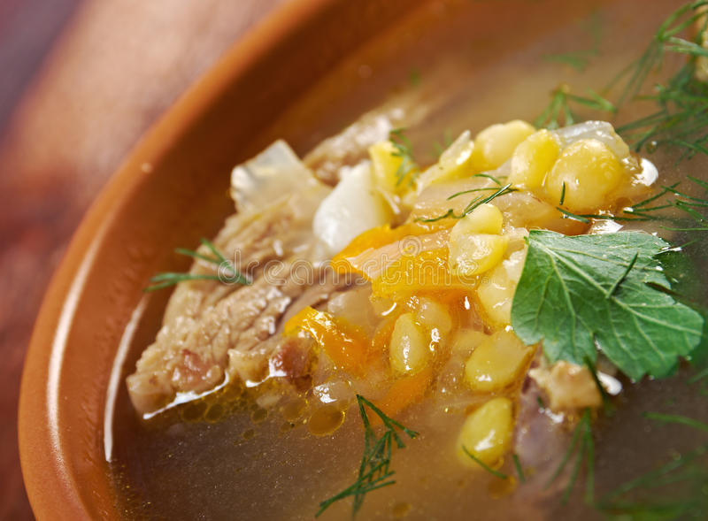 Sopa de ervilha com reforços de carne fotos de stock royalty free