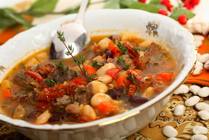 Sopa de feijões com carne foto de stock