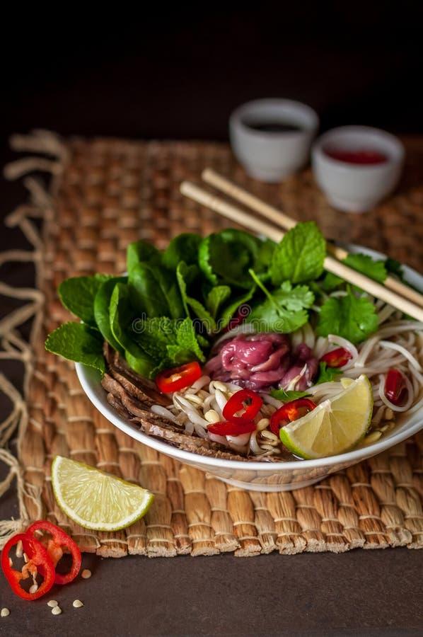 Sopa de fideos vietnamita Pho BO de la carne de vaca imagen de archivo libre de regalías