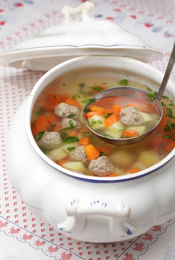 Sopa de la albóndiga foto de archivo