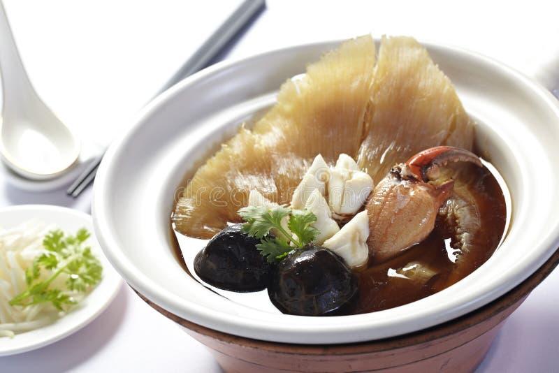 sopa de la aleta de los tiburones con el cangrejo y la seta fotos de archivo libres de regalías