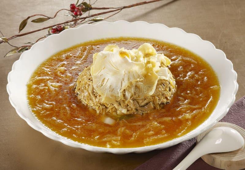 Sopa de la aleta del tiburón en estilo chino en el cuenco blanco en restaurante en a fotografía de archivo