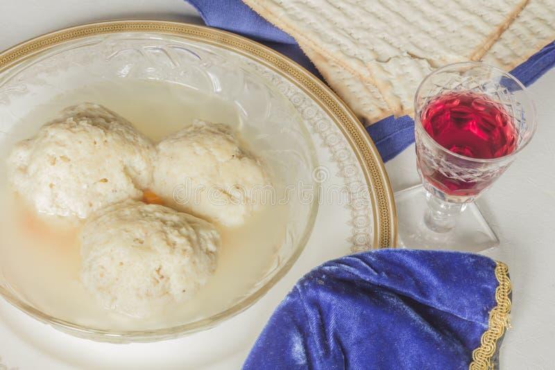 Sopa de la bola del Matzoh imágenes de archivo libres de regalías