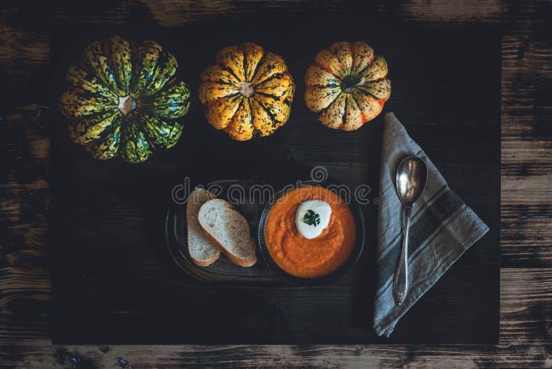 Sopa de la Calabaza-zanahoria imagen de archivo libre de regalías