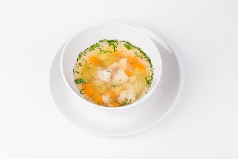Sopa de los leucomas del lago con los pescados y la zanahoria en el cuenco blanco foto de archivo