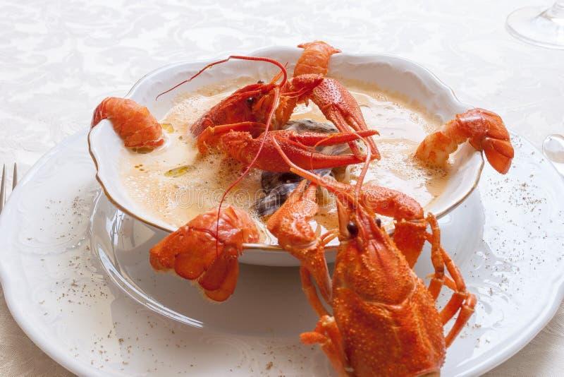 Sopa de los mariscos con los cangrejos foto de archivo libre de regalías