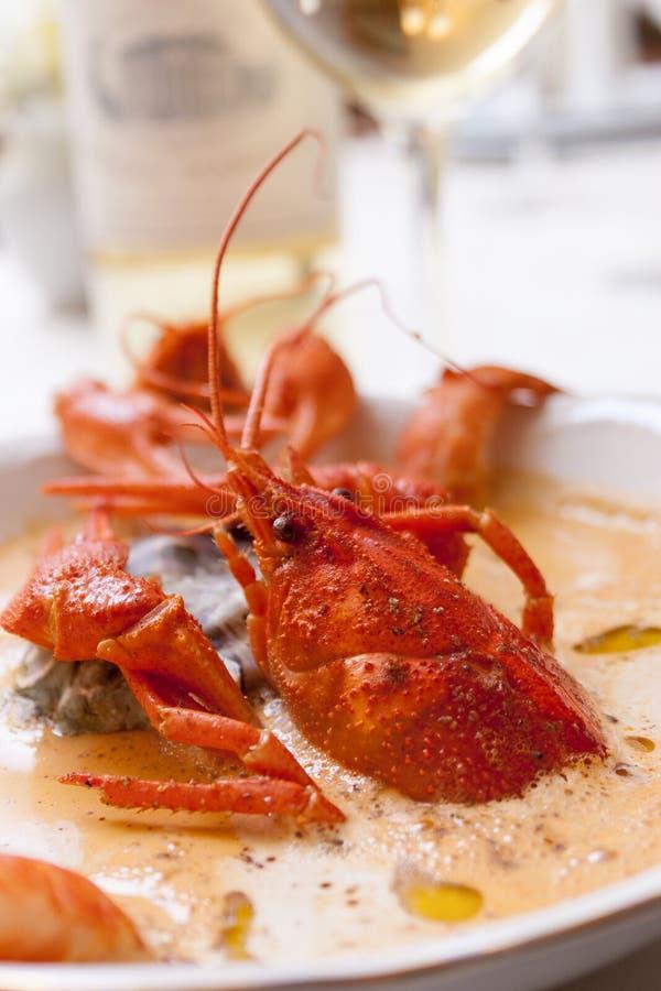 Sopa de los mariscos con los cangrejos fotos de archivo