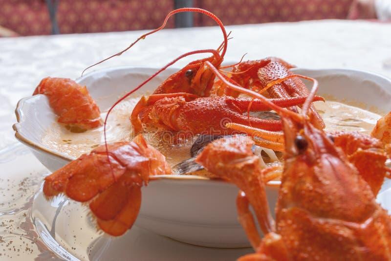 Sopa de los mariscos con los cangrejos fotos de archivo libres de regalías