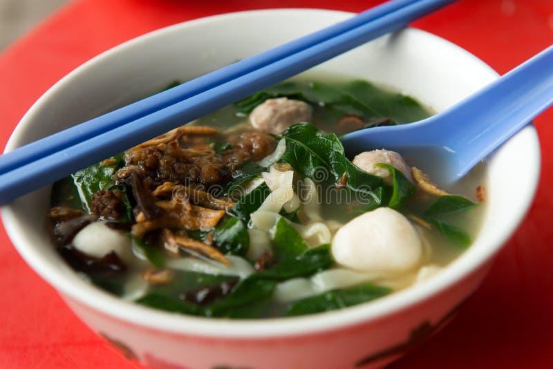 Sopa de macarronete asiática, mee da bandeja fotos de stock royalty free