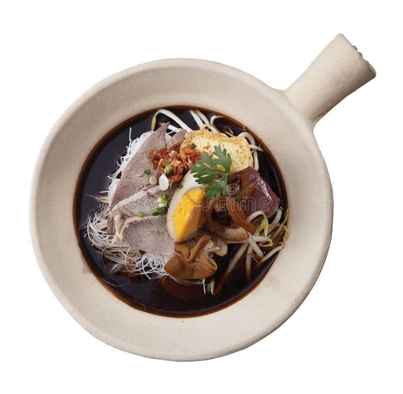 Sopa de macarronete com carne imagem de stock royalty free