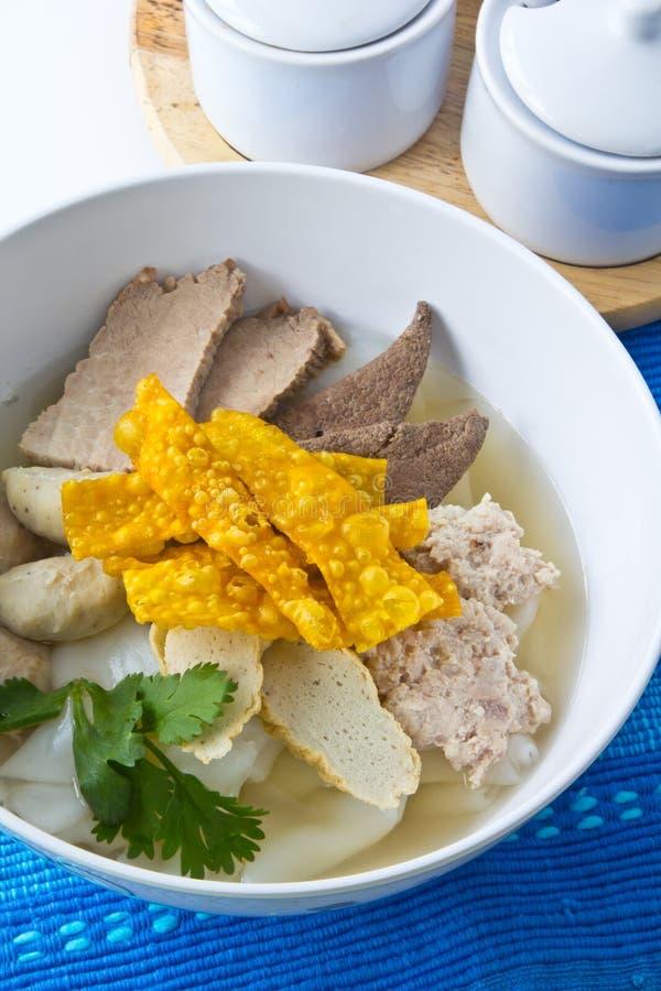Sopa de macarronete tailandesa. imagens de stock