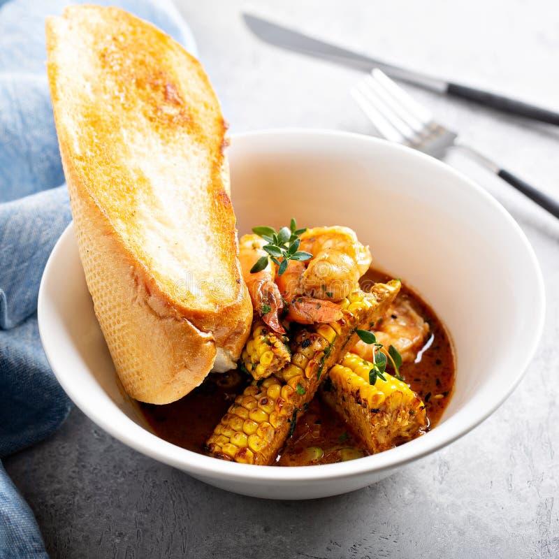 Sopa de peixe do milho e do camarão foto de stock