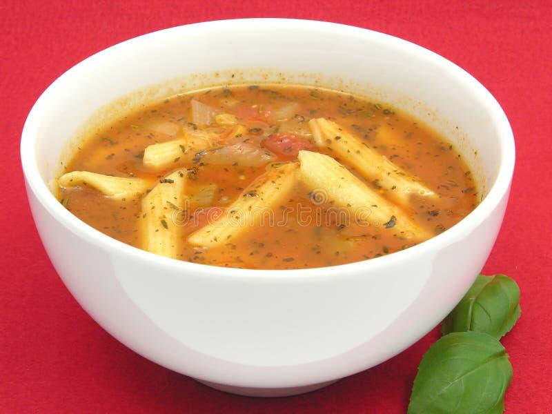 Sopa de tallarines con los tomates fotografía de archivo libre de regalías