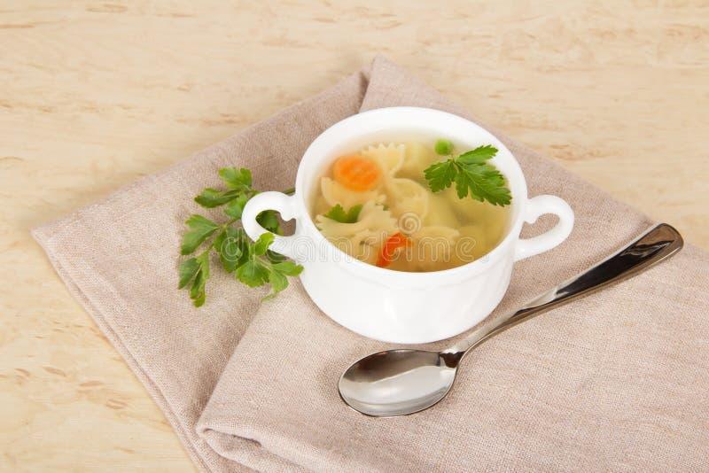 Download Sopa de tallarines vegetal imagen de archivo. Imagen de cooking - 41904523