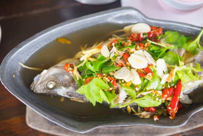 Sopa de tom dos peixes yum foto de stock