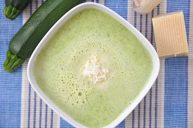 Sopa de verduras fresca imagen de archivo libre de regalías