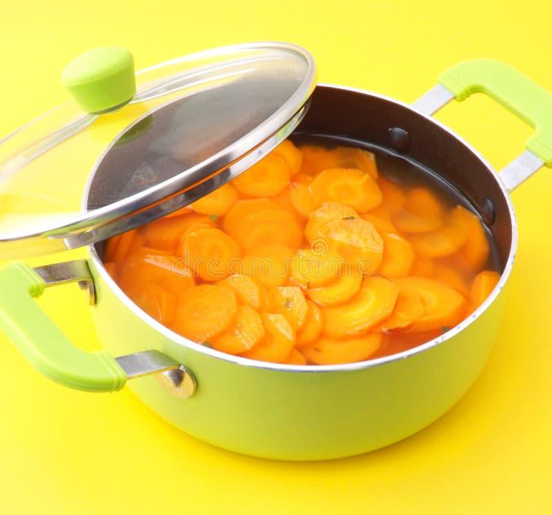 Download Sopa de zanahorias foto de archivo. Imagen de crisol - 42426528