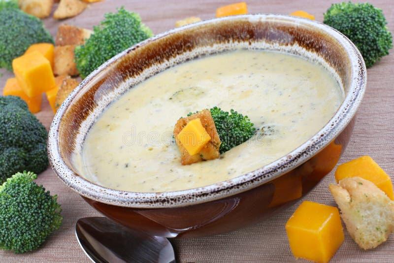 Sopa del Cheddar del bróculi foto de archivo