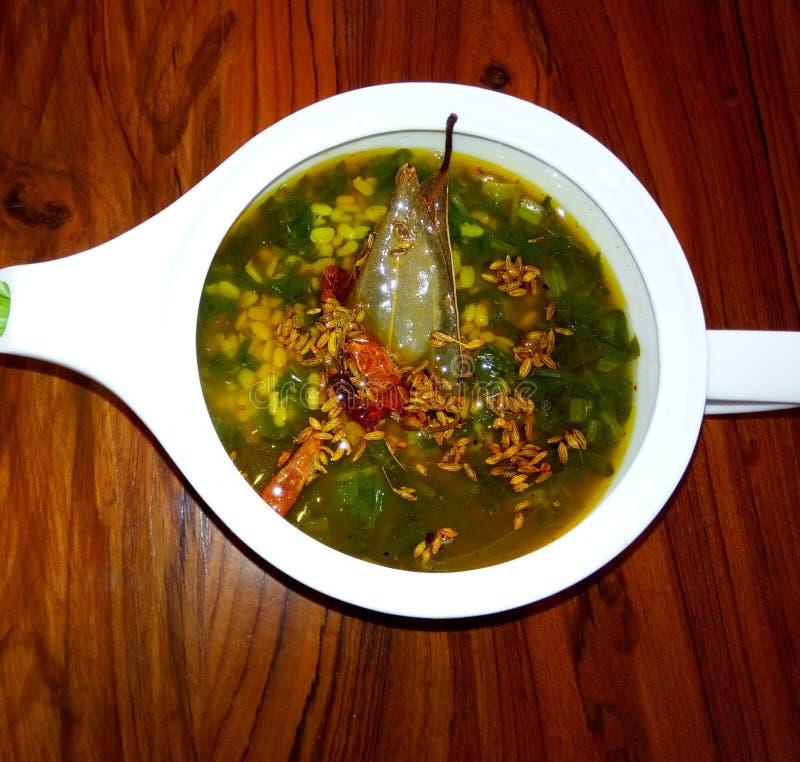 Sopa deliciosa, sana y sabrosa en la India imagen de archivo