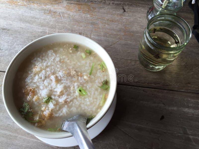 Sopa do arroz com carne de porco imagens de stock royalty free
